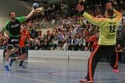 Kriens Boris Stankovic, links, gegen Schaffhausens Arunas Vaskevicius. (Bild: Philipp Schmidli / Neue LZ)
