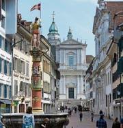 Im Zentrum der Altstadt: Kathedrale (Mitte) und Jesuitenkirche (rechts). (Bild: Urs Bader)