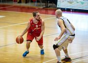 Ralph Güttinger (links) im Spiel gegen Lugano. (Bild: pd)
