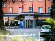 Hier passierte der medizinische Kunstfehler, den Journalisten einer Tessiner Sonntagszeitung aufdeckten: in der Klinik Sant'Anna di Lugano in Sorengo. Heute wird vor Gericht über die Artikelserie verhandelt. (Bild: KEYSTONE/TI-PRESS/SAMUEL GOLAY)