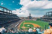 Für Sportfans: Das Baseballteam Colorado Rockies heizt den Zuschauern ein. (Bilder: Loren Bedeli (Edelweiss)/Angelina Donati)