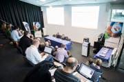 Albert Bachmann, Präsident des Organisationskomitees, und Isabelle Emmenegger, Direktorin Estavayer 2016, bei der Schlussbilanz des Eidg. Schwing- und Älplerfests in Estavayer. (Bild: Anthony Anex/Keystone (Fribourg, 17. Februar 2017))