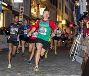 Der Huttwiler Yves Florent Cornillie (vorne), hier beim Stadtlauf 2017, zählt im U20-Nachwuchs-Eliterennen zum engeren Favoritenkreis.Bild: «Luzerner Zeitung»/Philipp Schmidli
