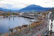 Der Marathon führt über die Seebrücke. (Bild: swiss-image.ch/Photo Andy Mettler)