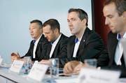 Die Chefetage des EV Zug (von links): Trainer Harold Kreis, Sportchef Reto Kläy, Marketingchef Marco Baumann und CEO Patrick Lengwiler. (Bild Stefan Kaiser)