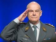 Die Raison d'Être einer jeder Armee sei die Verteidigungsbereitschaft, sagte Luftwaffenkommandant Bernhard Müller am Donnertag in Emmen. (Bild: KEYSTONE/URS FLUEELER)