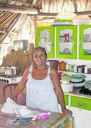 Dona Joana führt eine kleine Herberge in Queimada dos Britos. Die kleine Siedlung liegt mitten in der Dünenwelt. (Bild: Kurt Horat)
