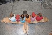Kinder auf einem virtuellen Vogelflug im Nationalparkzentrum Zernez. (Bild: Lioba Schneemann)