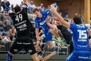 HC Kriens-Luzerns Luca Engler im Spiel gegen HSC Suhr Aarau. (Bild: Philipp Schmidli (Luzern, 24. September 2017))