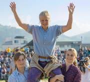 Lässt sich in Siebnen als Festsiegerin feiern: Manuela Egli. (Bild: Urs Flüeler/Keystone)