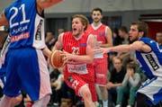 SCB-Spieler Michael Plüss in Aktion. (Bild Dominik Wunderli)