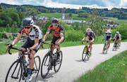 Der Mountainbike-Profi Lukas Flückiger (Zweiter von links) wird in Pfaffnau Fünfter. (Bild: Chris Roos (Pfaffnau, 13. Mai 2017))
