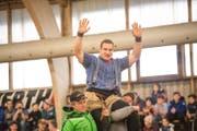 Joel Wicki gewinnt das Hallenschwinget in Sarnen. (Bild: Roger Grütter (Sarnen, 11. März 2018))