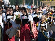 Trachtenfrauen am Umzug des Schwing- und Älplerfestes in Burgdorf (Bild: Keystone)