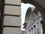 Die Schweizerische Nationalbank (SNB) am Bundesplatz in Bern. Die SNB hat im ersten Quartal einen Verlust von 6,8 Milliarden Franken eingefahren. (Bild: Keystone/GAETAN BALLY)