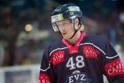 Der Zuger Carl Klingberg beim Eishockey-Meisterschaftsspiel der National League A zwischen dem EV Zug und den Kloten Flyers am 7. Oktober 2016 in der Bossard Arena in Zug. (Bild: Urs Flüeler / Keystone)