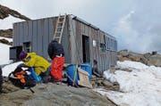 Arktisch: Refuge Durier (3358 m) – das Biwak vor dem Gipfeltag. (Bild: Quelle: Bundesamt für Landestopografie, Karte oas)