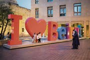 Liebeserklärung an die Metropole: Touristen in Beirut. (Bild: Daniel Ammann)