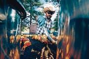 Direkt vom Grill: Auf der Ranch wird das Abendessen auf dem Feuer zubereitet. (Bilder: Loren Bedeli (Edelweiss)/Angelina Donati)