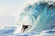 Paradies für Surfer: Wellenreiten an der Haleiwa Beach. (Bild: EPA / KELLY CESTARI)