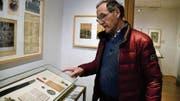 Historiker und Kurator Peter Geiger erklärt im Landesmuseum, wie es damals zur Auflösung des Militärs kam. (Bild: Raphaela Roth)