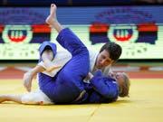 Evelyne Tschopp (oben in weiss) gewinnt an Judo-Europameisterschaften zum zweiten Mal in Folge Bronze im Limit bis 52 kg (Bild: KEYSTONE/EPA/ABIR SULTAN)