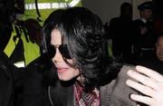 War das Erscheinungsbild von Michael Jackson von Hormonberhandlungen geprägt? Sein letzter Vertrauensarzt zumindest glaubt das. (Bild: bangshowbiz)
