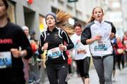 Der Trend zum Laufen nimmt bei den Frauen, hier Sara Lämmli (3761) aus Beinwil und die Kernserin Anna Indergand (3732), ständig zu. (Bild Boris Bürgisser)