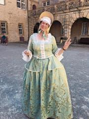 Ein Hoffräulein aus dem 18. Jahrhundert führt durch Schloss Weikersheim. (Bild: Marlies Strech)