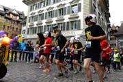 Eine Firmengruppe am diesjährigen Luzerner Stadtlauf. (Bild Nadia Schärli)
