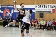 Thomas Hofstetter (links) war mit 6 Toren der treffsicherste Krienser in St. Gallen - hier im Spiel gegen Fortitudo Gossau. (Bild: Roger Zbinden/Neue LZ)