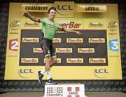 Etappensieger Rigoberto Uran aus Kolumbien «fliegt» aufs Podest. (Bild: Yoan Valat/EPA (Chambéry, 9. Juli 2017))