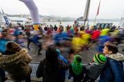 Die Läufer am 10. Swiss City Marathon beim KKL. (Bild: Roger Grütter (Luzern, 30. Oktober 2016))