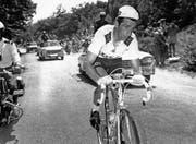 Auf seiner letzten Etappe zum Mont Ventoux: der Brite Tom Simpson. (Bild: Roger Krieger/Freshfocus (Carpentras, 13. Juli 1967))