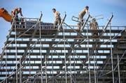2900 Tonnen wiegt die Zuschauer-Tribüne. (Bild: Swiss-Image / Andy Mettler)