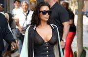Kim Kardashian West hat den Hotelportier im Verdacht, in den Überfall auf sie verwickelt zu sein. (Bild: bang)