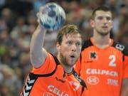 Gabor Csaszar führte mit 10 Toren die Kadetten Schaffhausen zum zweiten Sieg gegen Cupsieger Pfadi Winterthur. (Bild: KEYSTONE/EPA dpa/AXEL HEIMKEN)