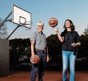 Präsident Hans Häfliger und Jelena Morgan (technische Leiterin) möchten mittelfristig den Frauenbasketball in Luzern wieder an die nationale Spitze führen. (Bild: Philipp Schmidli (Luzern, 19. April 2018))