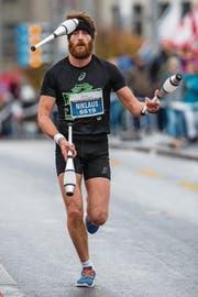Ganz spezieller Läufer im Halbmarathon-Feld: Nick Meier. (Bild: Philipp Schmidli)