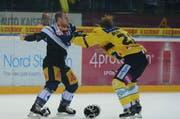 So wie man Johann Morant kennt: Boxkampf gegen Berns Sean Bergenheim. (Bild: Keystone / Urs Flüeler)