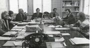 «Ostschweiz»-Redaktionssitzung in guten Zeiten Mitte der 70er-Jahre: Klaus Ammann, Rosmarie Früh, Hermann Bauer, Edgar Oehler (Chefredaktor), Hans Stadelmann, Martin Husy und Beat Antenen (von links).