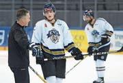 Lehrreiches Training: Livio Stadler erhält Anweisungen von Trainer Harold Kreis.