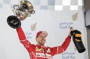 Sebastian Vettel nach seinem Sieg beim GP von Bahrain. (Bild: Keystone)