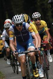 Nur kurze Zeit Leader: Fabio Aru (rechts). (Bild: Christophe Ena/AP (Foix, 14. Juli))