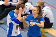 Lauren Bertolacci, hier im Gespräch mit Nick Amstutz, verlässt Volley Luzern. (Bild: Philipp Schmidli (Luzern, 22. Januar 2017))