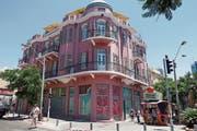Beispiel aus Tel Avivs erster Bauphase mit Stilelementen aus mehreren früheren Epochen. (Bild: Ingrid Schindler)