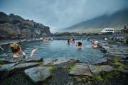 Dank Islands heisser Quellen ist Baden draussen eine Wohltat. (Bild: Heidi Feldmann)