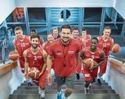 Swiss Central Basket mit Trainer Danijel Eric (vorne): Auf geht's in die neue Saison. (Bild: Nadia Schärli (Luzern, 23. September 2017))