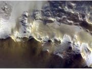 Das Farbbild der Berner Mars-Kamera stammt vom Rand des Korolev-Kraters auf dem Mars. (Handout) (Bild: ESA / Roscosmos / CaSSIS)