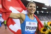 Lea Sprunger nach ihrem Lauf auf den 3. Platz über 400 m Hürden (Bild: Keystone, Jean-Christophe Bott/ Zürich, 24. August 2017)